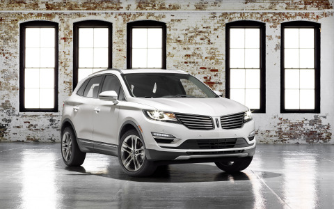 David Woodhouse, Lincoln Design Director, and members of the American Institute of Architects explore the similarities between luxury auto design and high-end architecture during a panel discussion in Miami. Pictured is the all-new Lincoln MKC small premium utility, which goes on sale later this year. (Photo: Business Wire)