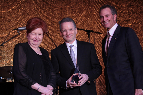 Barlow Respiratory Hospital CEO Margaret Crane, Honoree Dr. Steven Dubinett, and Barlow Respiratory Hospital's Board Chairman Michael Berger (Photo: Business Wire)