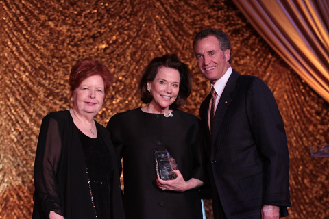 Barlow Respiratory Hospital CEO Margaret Crane, Honoree Suzanne Rheinstein, and Barlow Respiratory Hospital's Board Chairman Michael Berger. (Photo: Business Wire)
