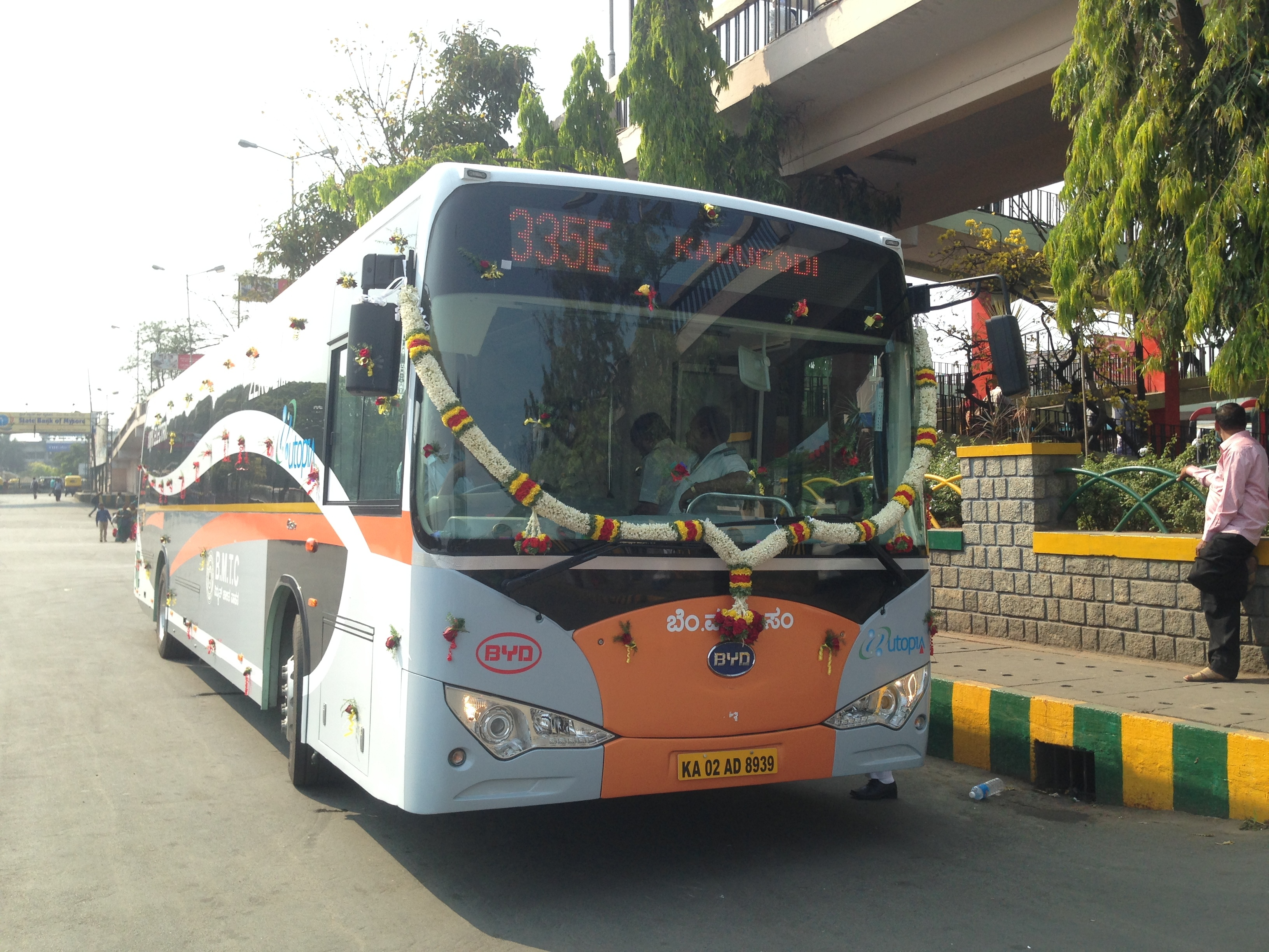 The first long-range, all-electric bus in India arrived from BYD Company Ltd. in Feb. 2014. The bus achieves up to 24 hours of service on a single night-time charge -- longer than any other electric bus in the market today. (Photo: Business Wire)