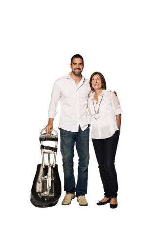 Greg Westlake, l'athlète paralympique commandité par P&G, et sa mère, Deb Westlake.