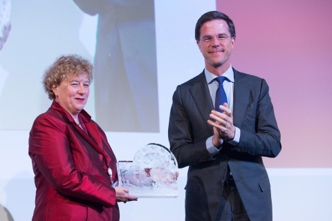 Laura Van 't Veer, Ph.D., is congratulated Monday by Netherlands Prime Minister Mark Rutte, during EU ceremonies in Brussels honoring Dr. Van 't Veer as one of Europe's top women innovators. The award recognizes her groundbreaking molecular diagnostics work and her invention of the MammaPrint test to definitively determine a breast cancer patient's risk of a disease recurrence. (Photo: Business Wire)