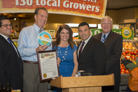 Photo caption from left to right: Carlos Illingworth, Vons - Director of Public Affairs and Government Relations, Andy Barker, Vons - Vice President of Retail Operations, Kimberly Medeiros, Executive Director of First 5 San Diego, Nick Macchione, Director of the Health & Human Services Agency, Supervisor Greg Cox, San Diego County Board of Supervisors and Chair of First 5 Commission (Photo: Business Wire)