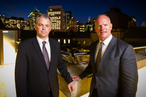 Dr. John Pope (L) and Governor of Wyoming Matt Mead (R) at Parliament House, Brisbane 18 March 2014 (Photo: Business Wire)