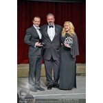 Martin Kristek of Care Energy presenting Michael Biehn and Jennifer Blanc Biehn with the award at the Vienna Film Ball (Photo: Business Wire)