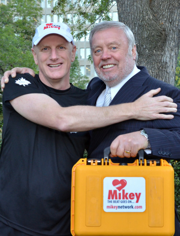Toronto Police Const. Andrew Rosbrook with The Mikey Network chairman and Heathwood Homes President Hugh Heron. (Photo: Business Wire)