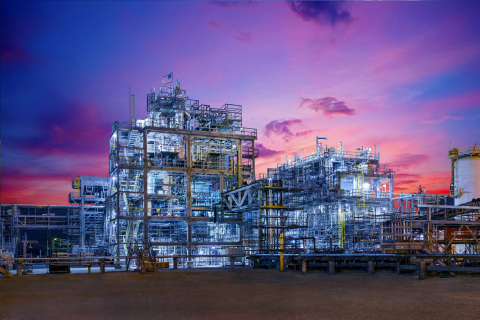 ExxonMobil Chemical has completed its plant to produce up to 50,000 tons annually of SpectraSyn Elite metallocene polyalphaolefin (mPAO) synthetic lubricant base stocks at its manufacturing complex in Baytown, Texas. (Photo: Business Wire)