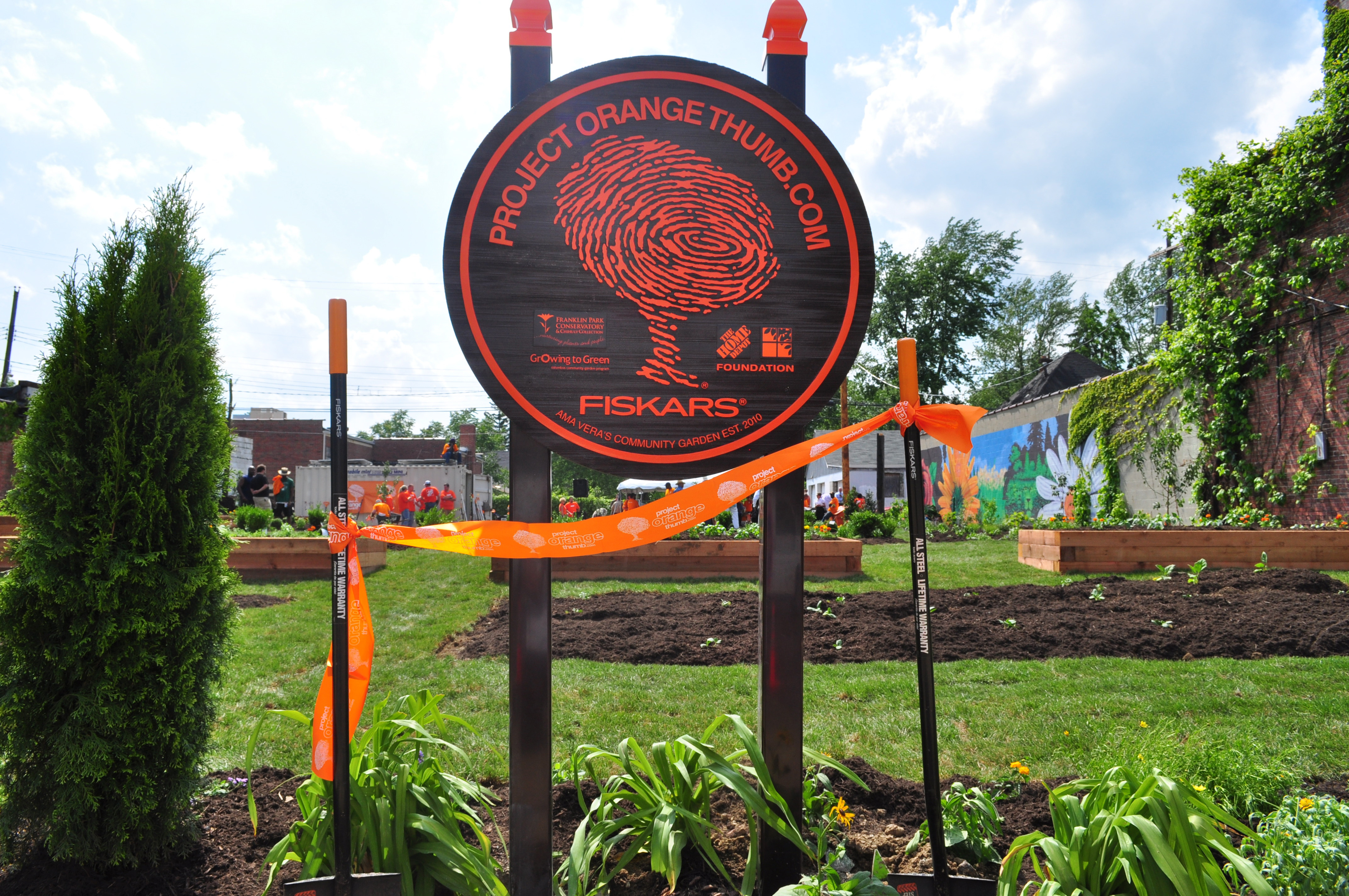 Project Orange Thumb Garden (Photo: Business Wire)