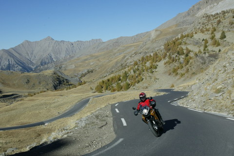Whereever your ride is taking you - to the sea or into the mountains: in springtime motorcyclists are now found everywhere (Photo: Delticom/Buenosdias).
