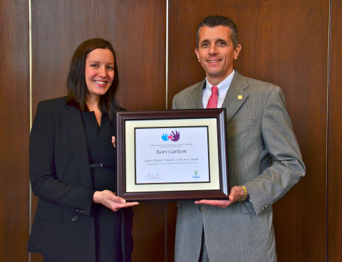 Kori Carlson, Cigna's Volunteer of the Year for her work with Girls on the Run Twin Cities, is honored by Cigna President and CEO David Cordani. (Photo: Business Wire)