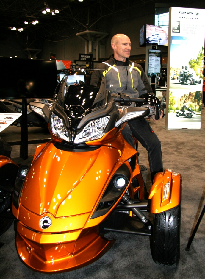 The National Hockey League and Hockey Legend Mark Messier Team up with BRP's Can-Am Spyder (Photo: Business Wire)