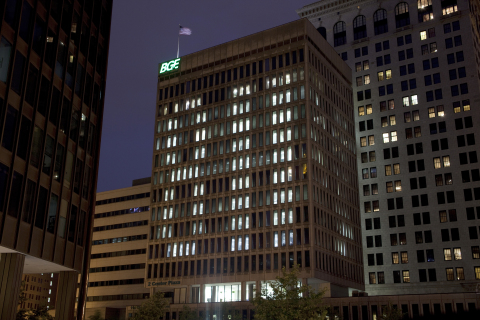BGE arranges its headquarter building lights in Baltimore in the 811 pattern each year to remind customers of the importance of contacting Miss Utility at 811 before digging. (Photo: Business Wire)