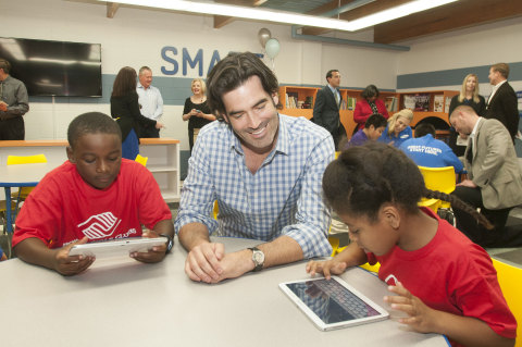 TV personality and celebrity designer Carter Oosterhouse, center, interacts with youth in the Tween Tech Center at Boys & Girls Clubs of Greater Fort Worth on Friday, April 4, 2014. The center is part of a partnership between Samsung Mobile and Boys & Girls Clubs of America to inspire kids' curiosity in STEM. Samsung is creating up to 20 Tween Tech Centers and providing 1200 tablets with custom curriculum applications to select  Boys & Girls Clubs across the country. (Photo: Business Wire)