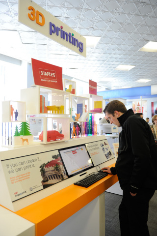 Customers are able to interact with 3D printing software and print out personalized phone cases at Staples' new 3D printing experience centers in New York and Los Angeles. (Photo: Business Wire)