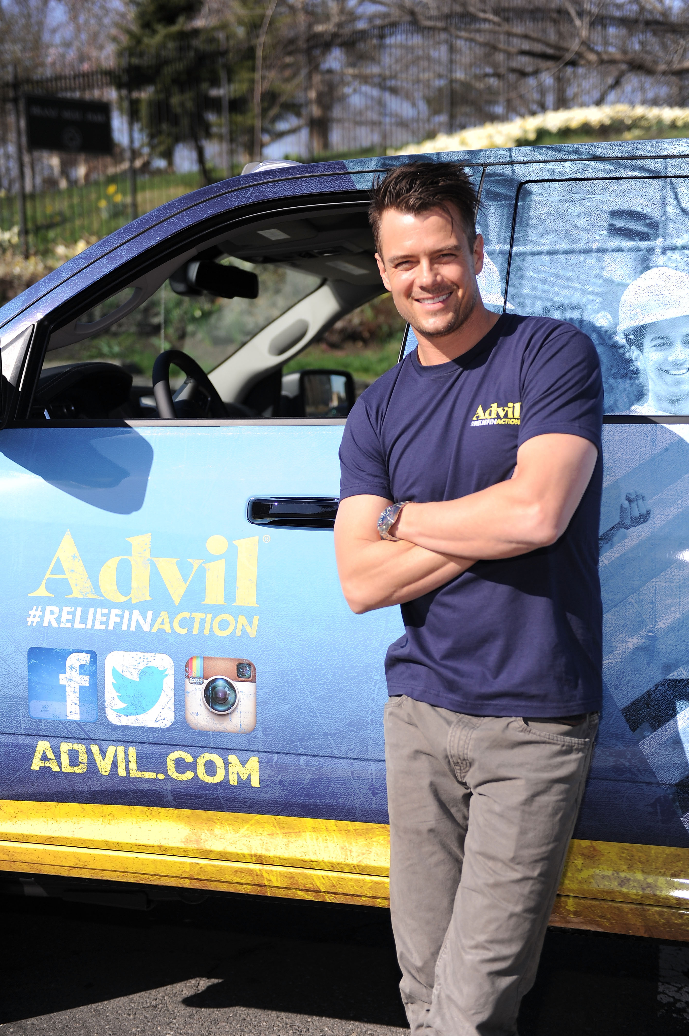 Actor and active volunteer Josh Duhamel helped the Advil(R) Relief in Action campaign unveil the new Advil(R) Mobile Relief Center (MRC) in the Bronx, NY, on Saturday, April 12. The MRC will make approximately 100 stops at volunteer events across the country, providing relief to volunteers who don't let pain hold them back from providing relief to their communities. (Photo: Business Wire)