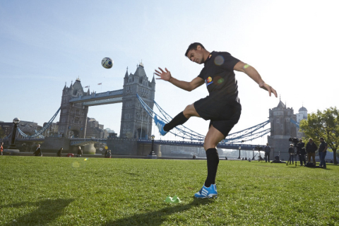 Dan Carter launches the MasterCard global sponsorship of the 2015 Rugby World Cup by sending a ball over London's biggest set of rugby posts, Tower Bridge. (Photo: Business Wire)