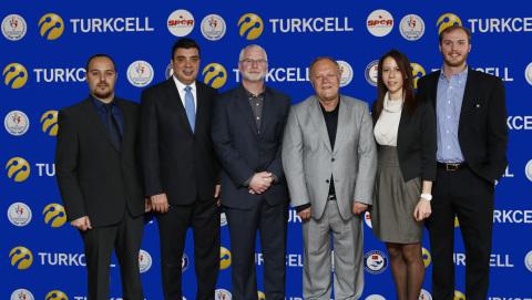 Koray Ozturkler, Chief Corporate Affairs Officer at Turkcell; Bob Bowman, Chief Advisor of Turkish National Swimming Federation; Ahmet Bozdogan, President of Turkish Swimming Federation (Photo: Business Wire)