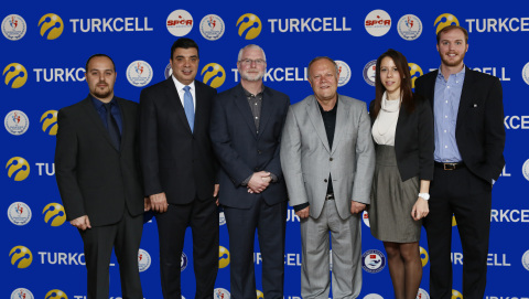 Koray Ozturkler, Chief Corporate Affairs Officer at Turkcell; Bob Bowman, Chief Advisor of Turkish National Swimming Federation; Ahmet Bozdogan, President of Turkish Swimming Federation (Photo: Business Wire)