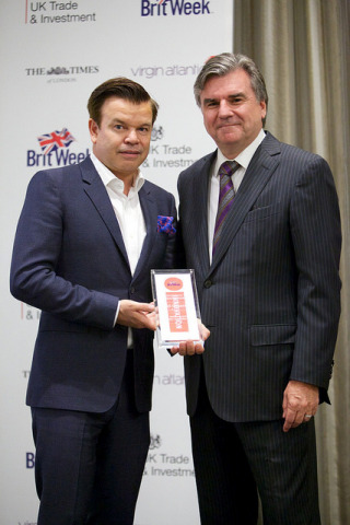 Bob Peirce (R) presented the Creative Fusion Award to Paul Oakenfold (L) at the BritWeek UKTI Business Innovation Awards in Los Angeles on April 23rd. (Photo: Business Wire)
