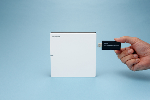 Toshiba's 920MHz wireless adaptor with home gateway (Photo: Business Wire)