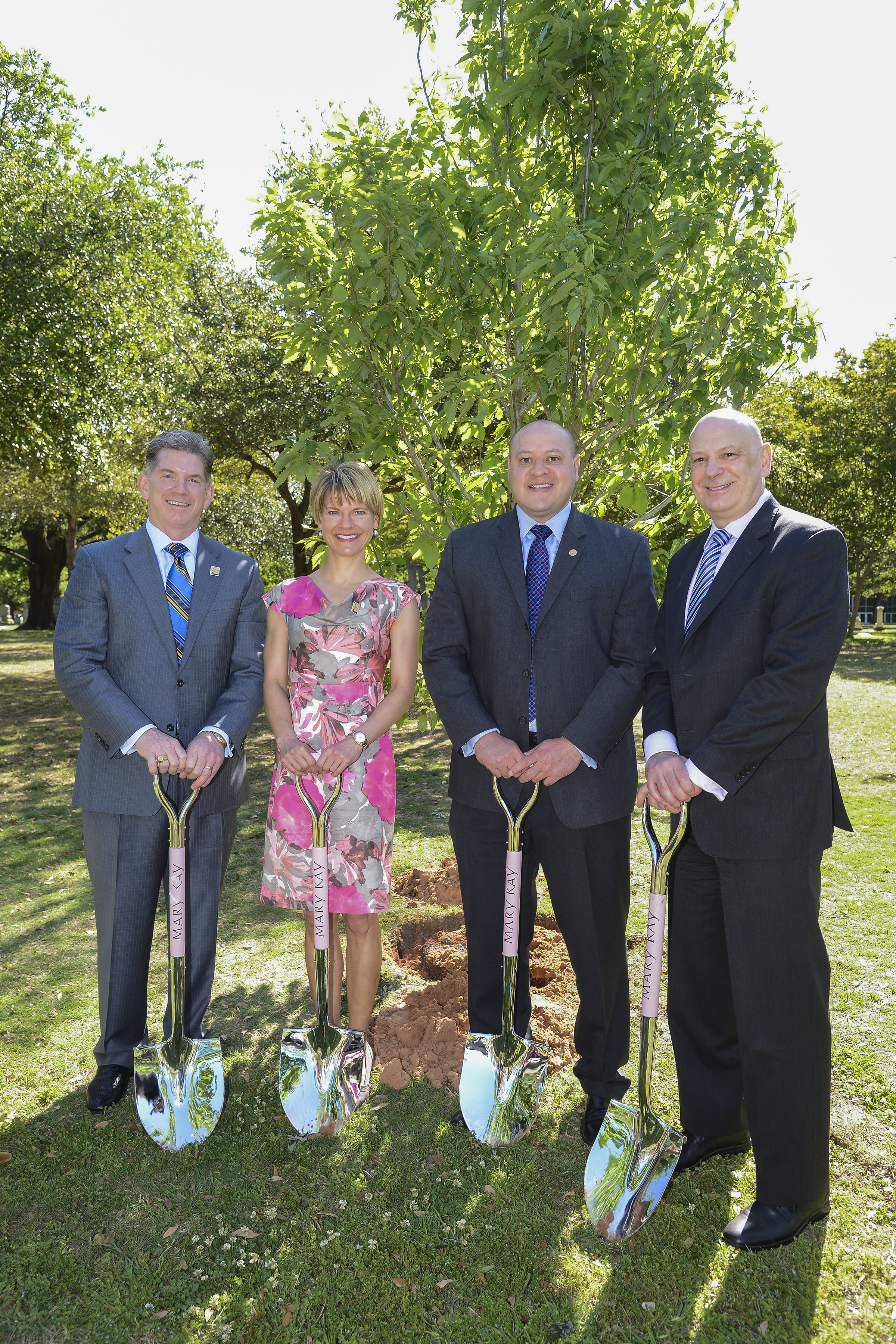 In celebration of National Arbor Day, the City of Dallas and Mary Kay Inc. dedicate the Mary Kay Ash Grove in Pioneer Park outside the Kay Bailey Hutchison Convention Center. From left: Nathan Moore, Chief Legal Officer for Mary Kay Inc.; Dr. Beth Lange, Chief Scientific Officer for Mary Kay Inc.; Adam Medrano, Dallas City Council District 2; and Ron King, Director of Conventions and Events for the City of Dallas. (Photo: Business Wire)