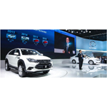 BYD Chairman, Wang Chuanfu between the 2014 Tang SUV and G5 sedan (Photo: Business Wire)