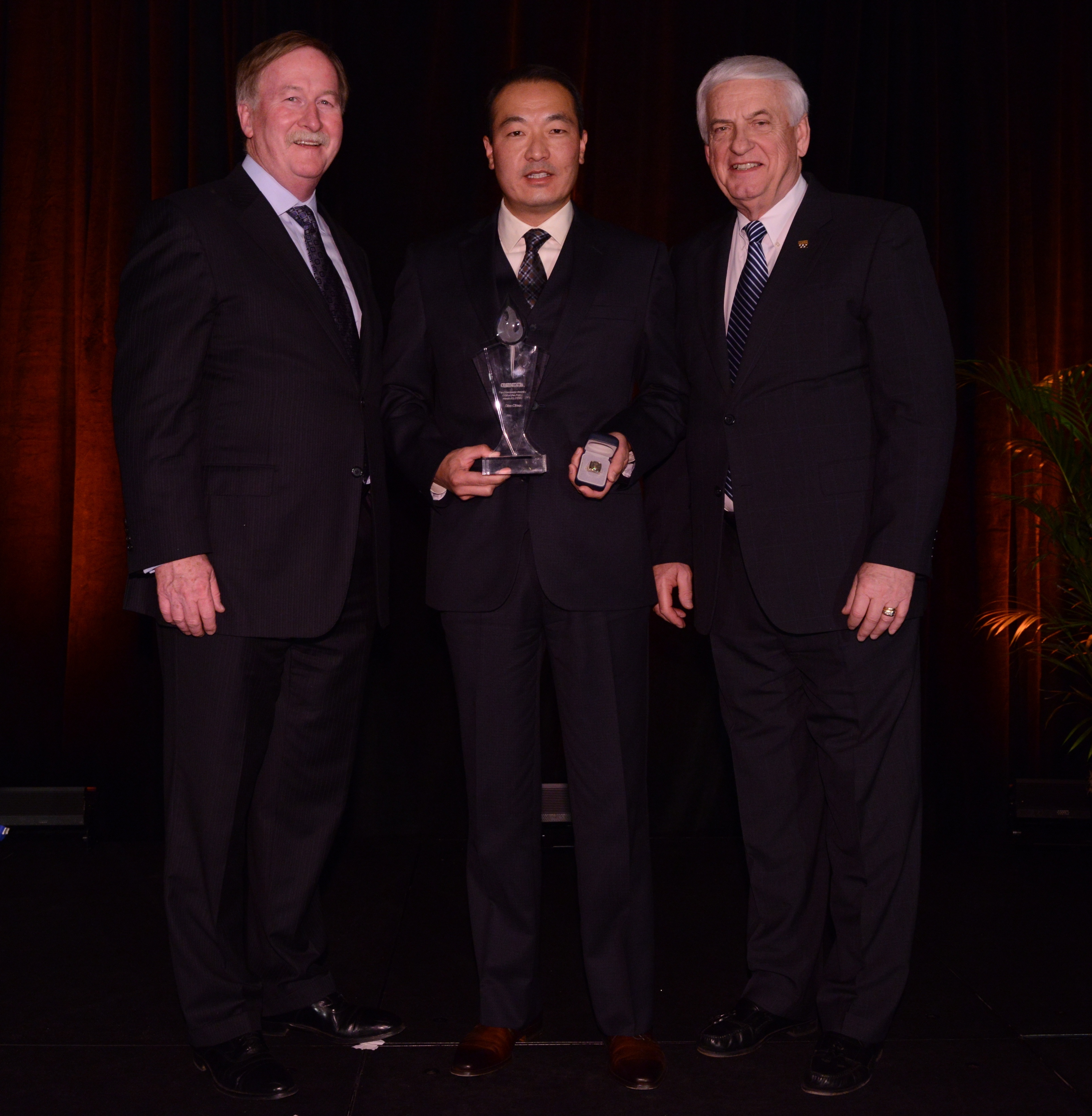 Danny Chao is congratulated by GEICO president and COO Bill Roberts (left) and GEICO Chairman and CEO Tony Nicely for being named GEICO field representative of the year. (Photo: Business Wire)