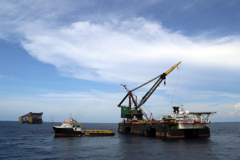 McDermott Derrick Barge 101 was recently mobilized to Indonesia to perform fast-track heavy-lift work. (Photo: Business Wire)