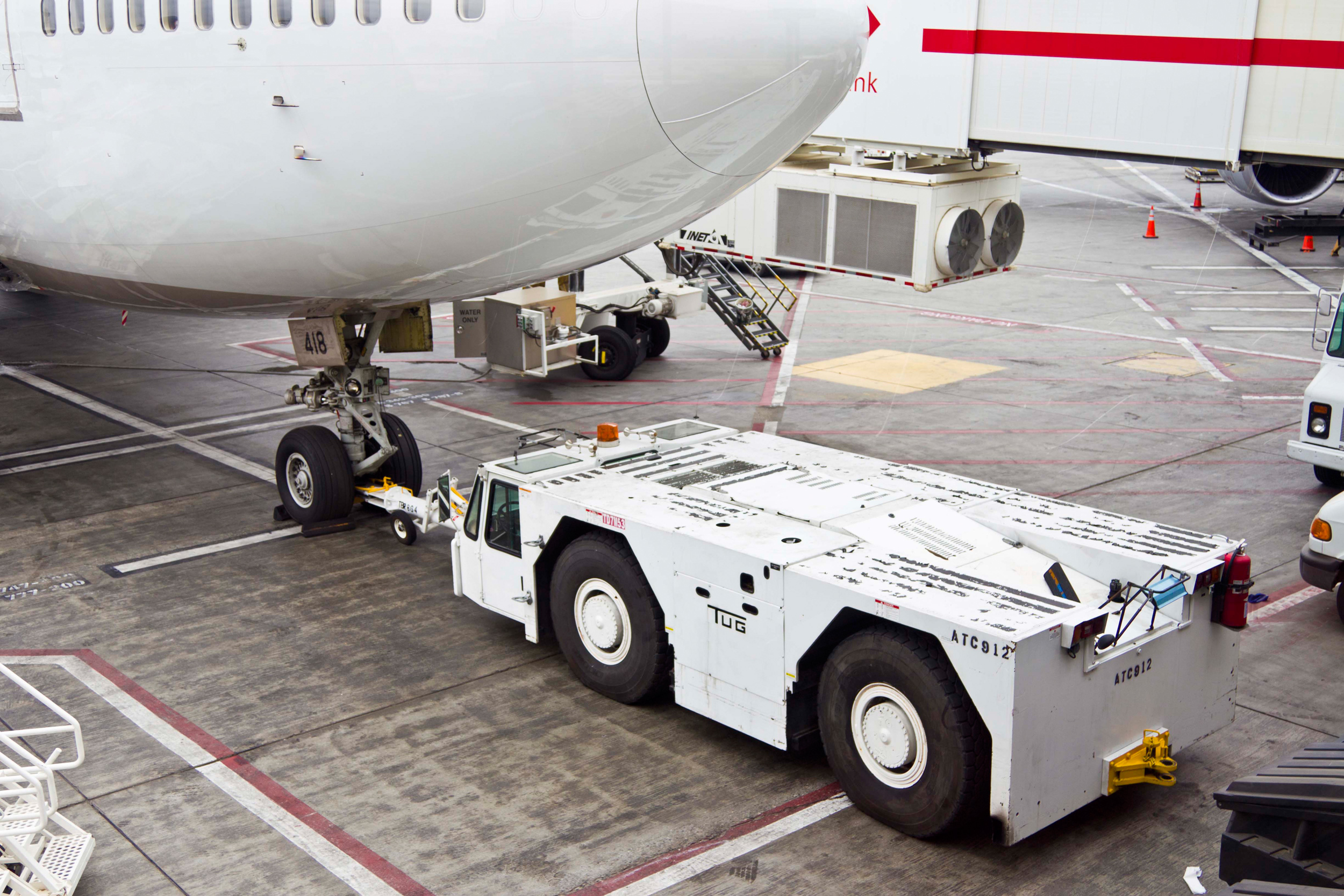 A TUG Technologies Corporation GT110 pushback prepares to move an airliner. (Photo: Business Wire)