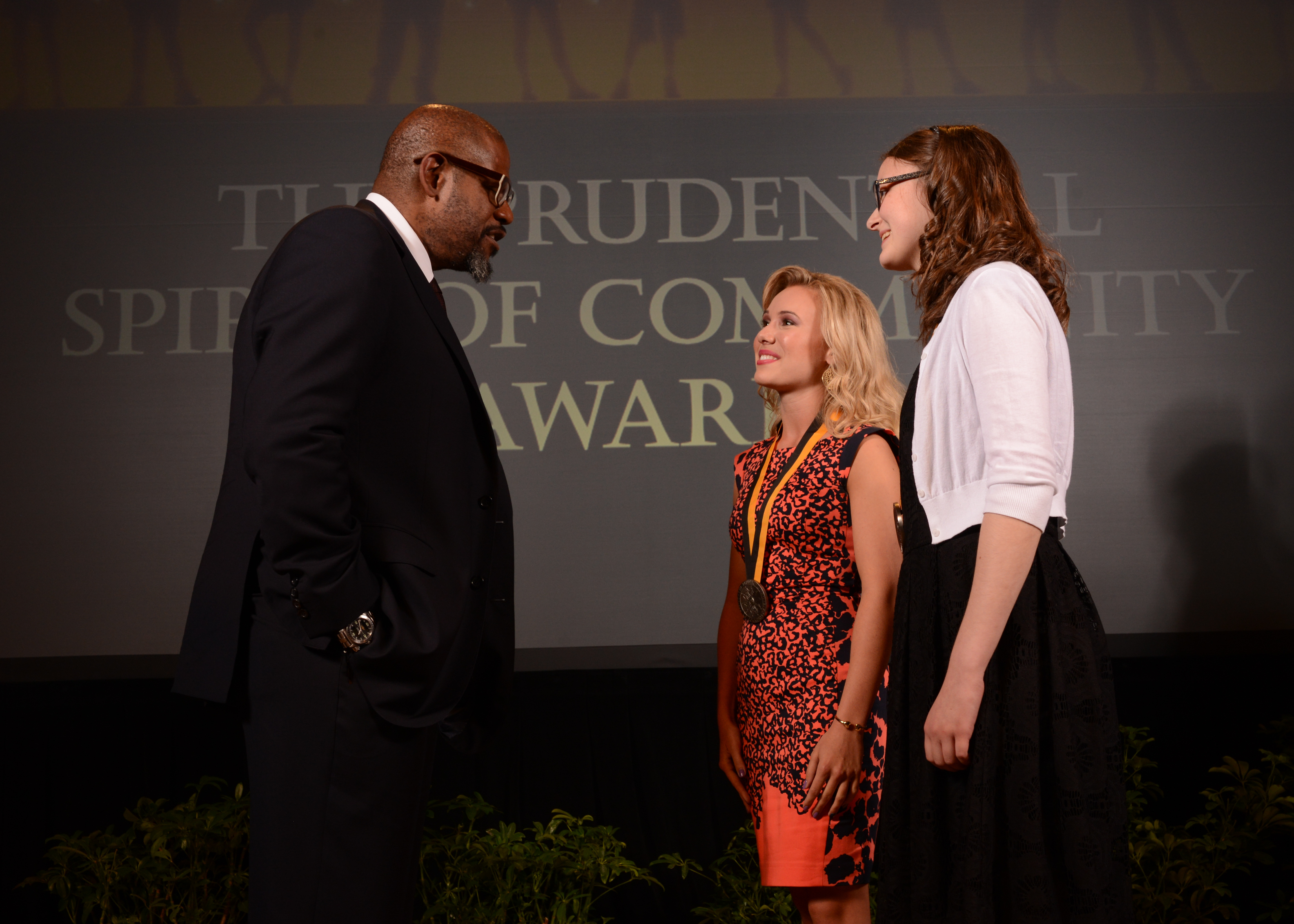 Academy Award-winning actor Forest Whitaker congratulates Ashten Vincent, 17, of Edmond (center) and Katherine Prior, 13, of Oklahoma City (right) on being named Oklahoma's top two youth volunteers for 2014 by The Prudential Spirit of Community Awards. Ashten and Katherine were honored at a ceremony on Sunday, May 4 at the Smithsonian's National Museum of Natural History, where they each received a $1,000 award. (Photo: Business Wire)