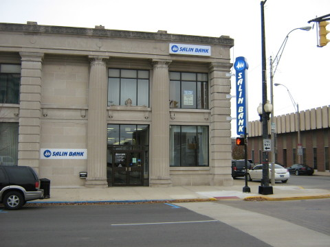 Salin Bank's Marion Downtown Banking Center building. (Photo: Business Wire)