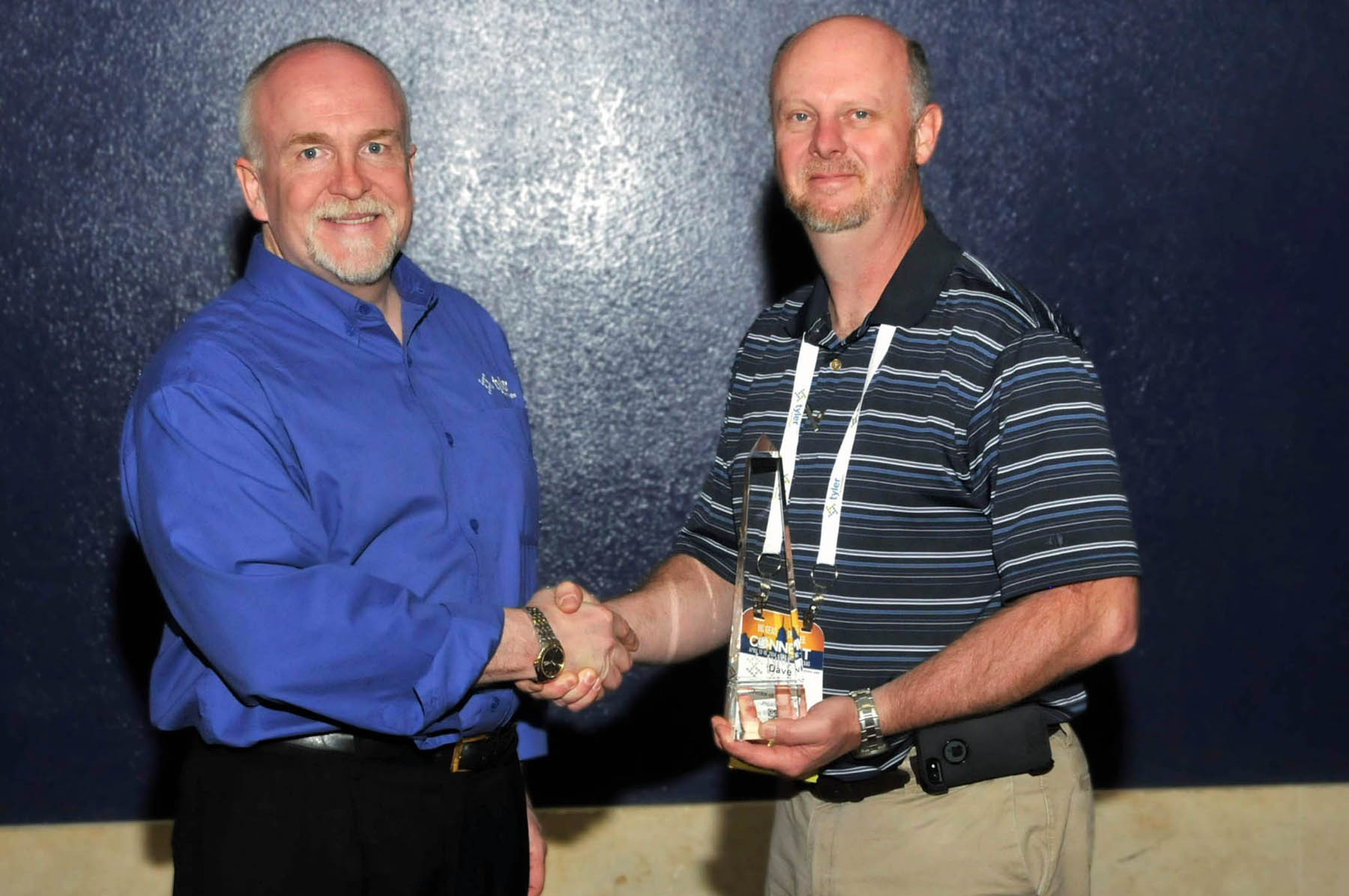 David Pettit, director of transportation of Missouri's Joplin Schools, accepts a Tyler Excellence Award from Ted Thien, senior vice president and general manager of Tyler's Versatrans solution. (Photo: Business Wire)