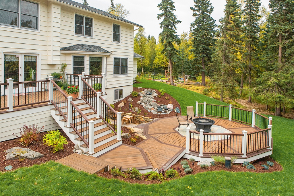 Last year's winning deck, submitted by Jeannine Jabaay, of Treeline Construction in Anchorage, Alaska. (Photo: Business Wire)