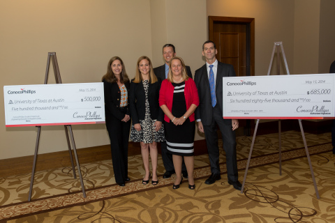 ConocoPhillips employees presented two checks totaling $1.185 million to The University of Texas at Austin. A portion of the donation, $685,000, will support the Cockrell School of Engineering, the McCombs School of Business, the College of Natural Sciences and the Jackson School of Geosciences. The remaining $500,000 is half of a $1 million pledge to support and name the ConocoPhillips Student Project Laboratory within the Cockrell School's new Engineering Education and Research Center. (Photo: Business Wire)
