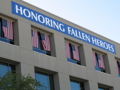 Arizona State Credit Union hangs a banner and flags to recognize fallen heroes for their service. (Photo: Business Wire)