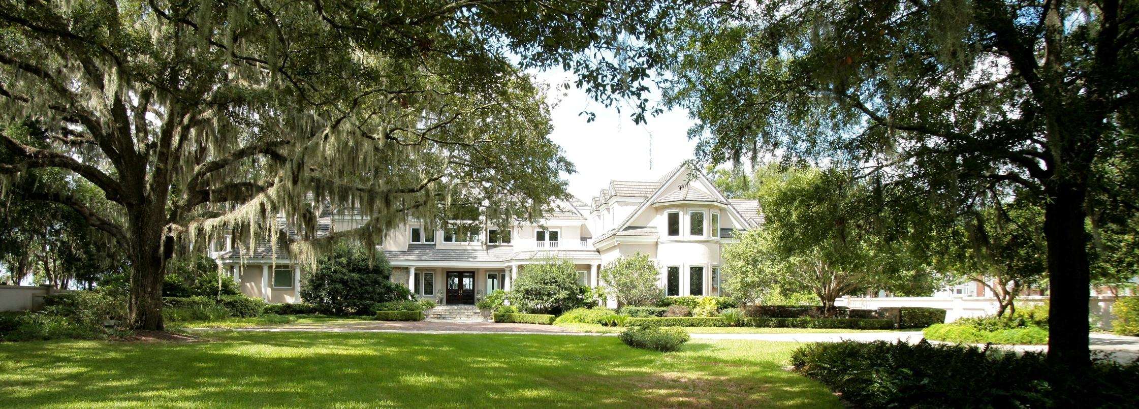 Former home of NFL franchise Jacksonville Jaguars owners, Wayne and Delores Barr Weaver. The Weavers donated the home to The Community Foundation for Northeast Florida. (Photo: Business Wire)