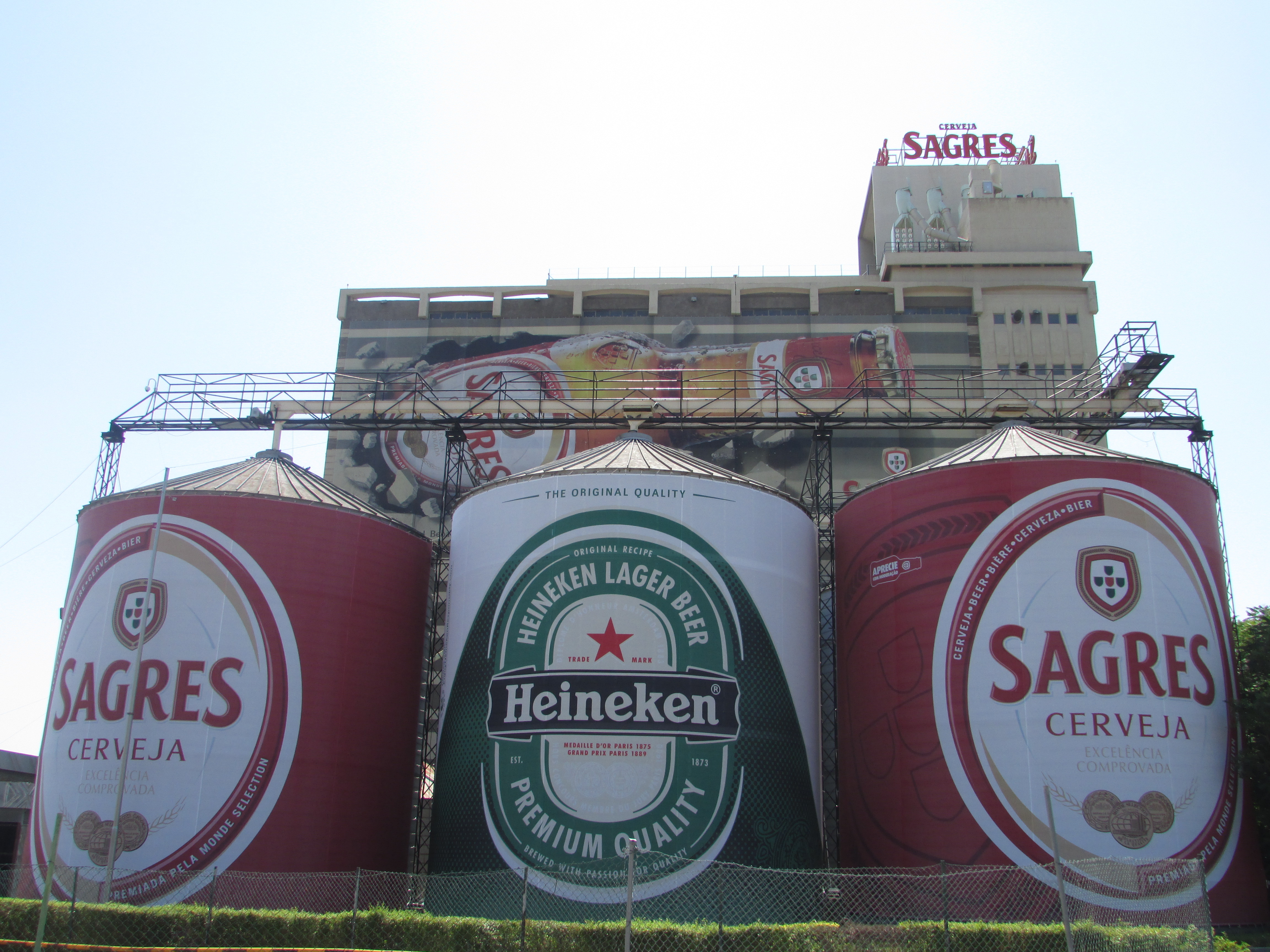 Front perspective of Sagres Plant