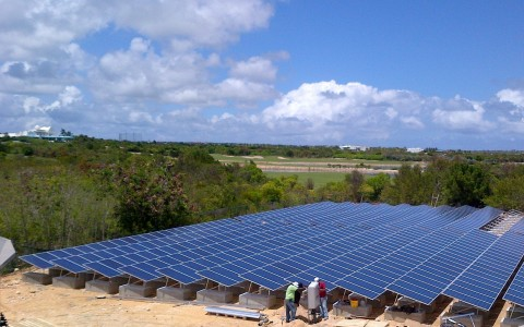 CuisinArt Golf Resort & Spa's eco-friendly 1 MW solar field (Photo: Business Wire)