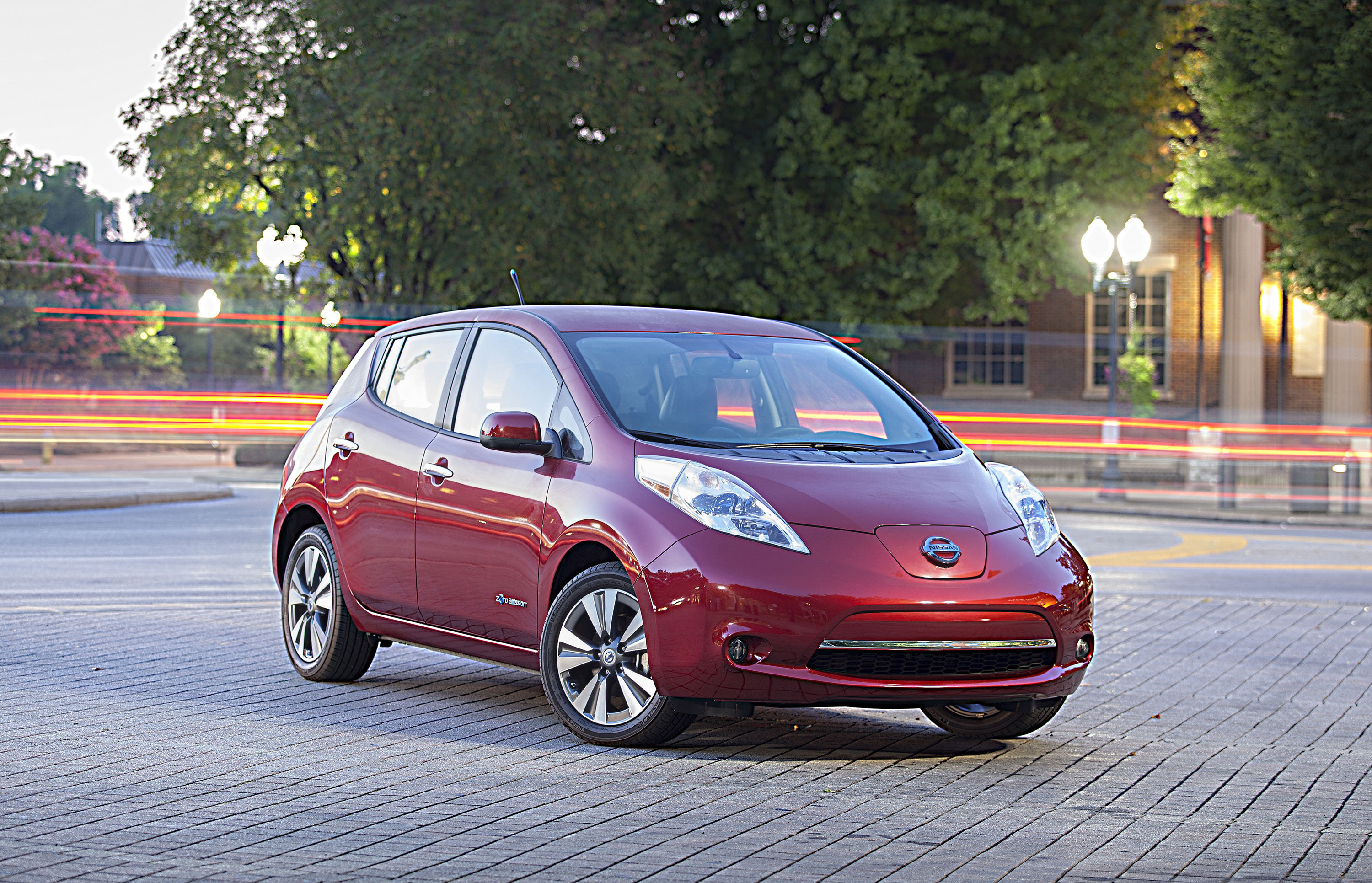 2014 Nissan LEAF (Photo: Business Wire)