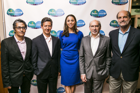 L-R: Dr Mickey Chopra (UNICEF Chief of Health), Matthew Price (Vice President, Babycare, Procter & Gamble), Dr Holly Phillips (CBS Medical Correspondent), Gerard Bocquenet (Director of Private Fundraising & Partnerships, UNICEF) and Tom Zara (Global Practice Leader of Corporate Citizenship, Interbrand) at the announcement of the Pampers-UNICEF Life-Saving Journey: A roadmap for a ground-breaking public-private partnership (Photo: Business Wire)