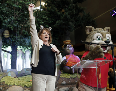 Great Wolf Resorts CEO Kimberly Schaefer gives the official Great Wolf Lodge New England howl at the grand opening launch event. (Photo: Business Wire)