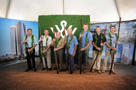 L to R: David Striph, Senior Vice President, Hawaii; David R. Weinreb, CEO; Governor Neil Abercrombie, Mayor Kirk Caldwell, Nick Vanderboom, Senior Vice President, Development; Grant Herlitz, President; Race Randle, Senior Development Director (Photo: Business Wire)