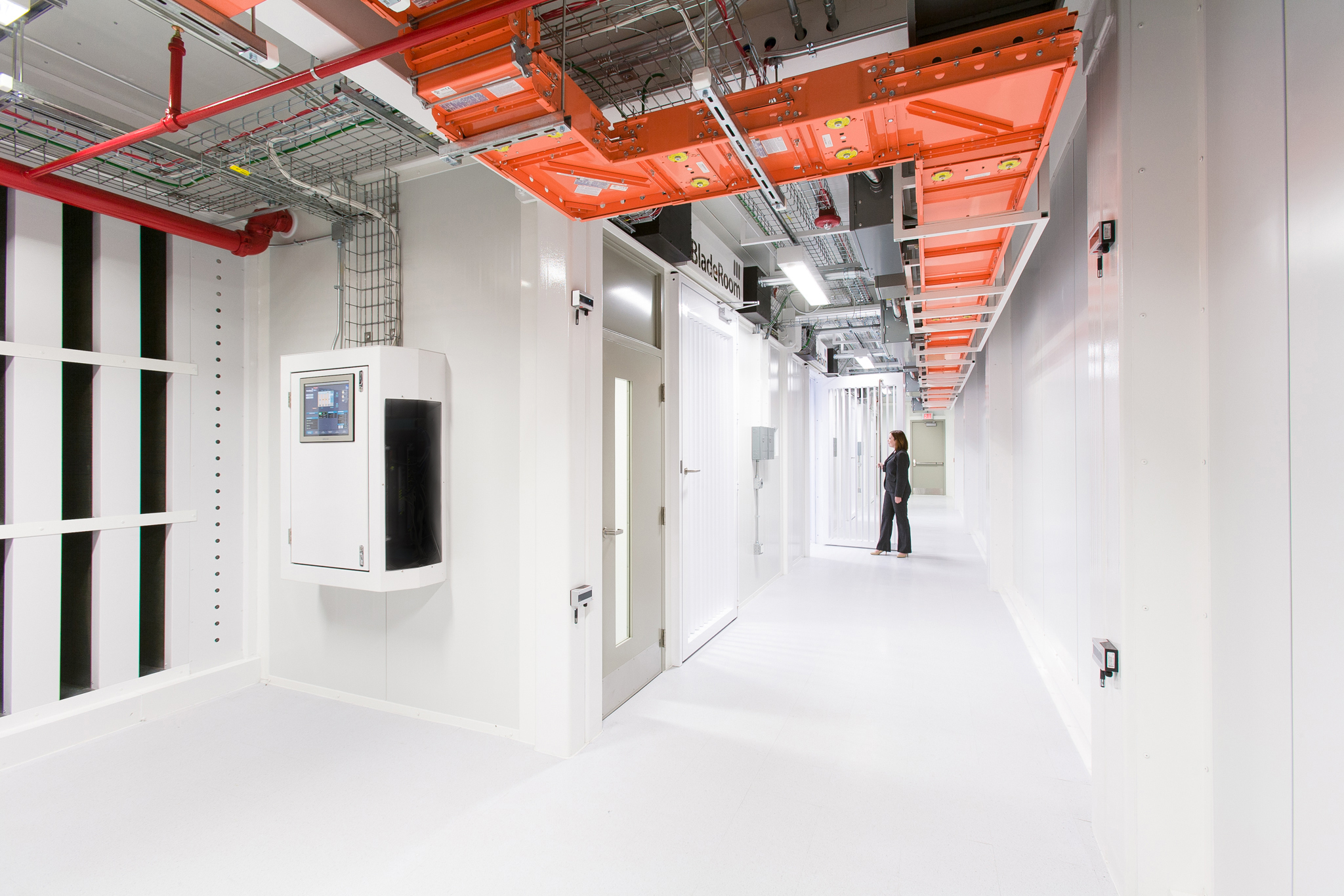 The BladeRoom Technology Center is located in Mount Prospect, IL and will be available for tours starting June 19th. (Photo: Business Wire)