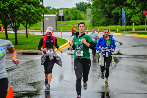 More than 350 employees, family members and volunteers turned out for the Allianz 5K Walk/Run on Saturday, June 7 (Photo: Business Wire)