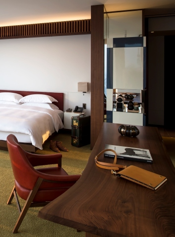 Guestroom at Andaz Tokyo Toranomon Hills (Photo: Business Wire)