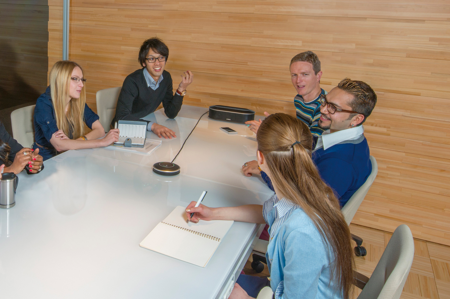 Audio conference with YVC-1000, ideal for small and medium-size meetings. (Photo: Business Wire)