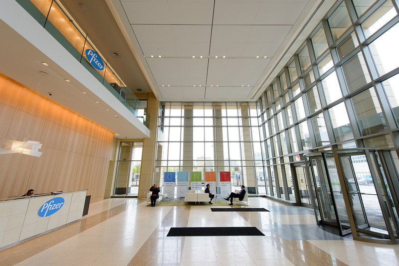 Located in the heart of Kendall Square, the 610 Main Street facility features an open, airy design and flexible, state-of -the-art lab space. (Photo: Business Wire)