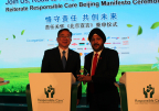 Axalta Vice Presidents Sobers Sethi and Allan Tsai with Responsible Care Beijing Manifesto trophy (Photo: Business Wire)
