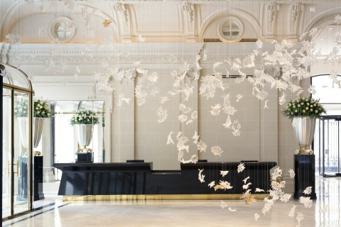 The Lobby and the Dancing Leaves installation of 800 handblown crystal leaves (Photo: Business Wire)