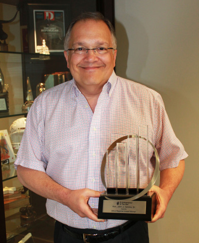Associa CEO John Carona 2014 EY Entrepreneur Of The Year™ (Photo: Business Wire)